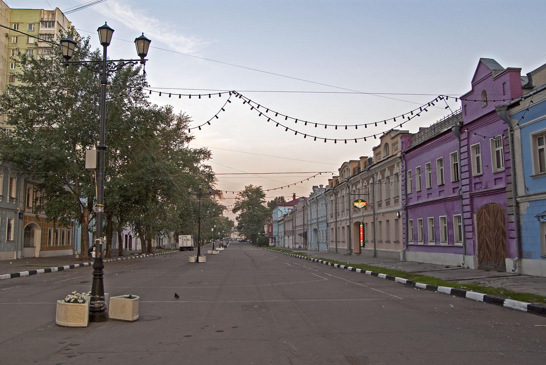 Школьная улица, фото без автомобильной парковки