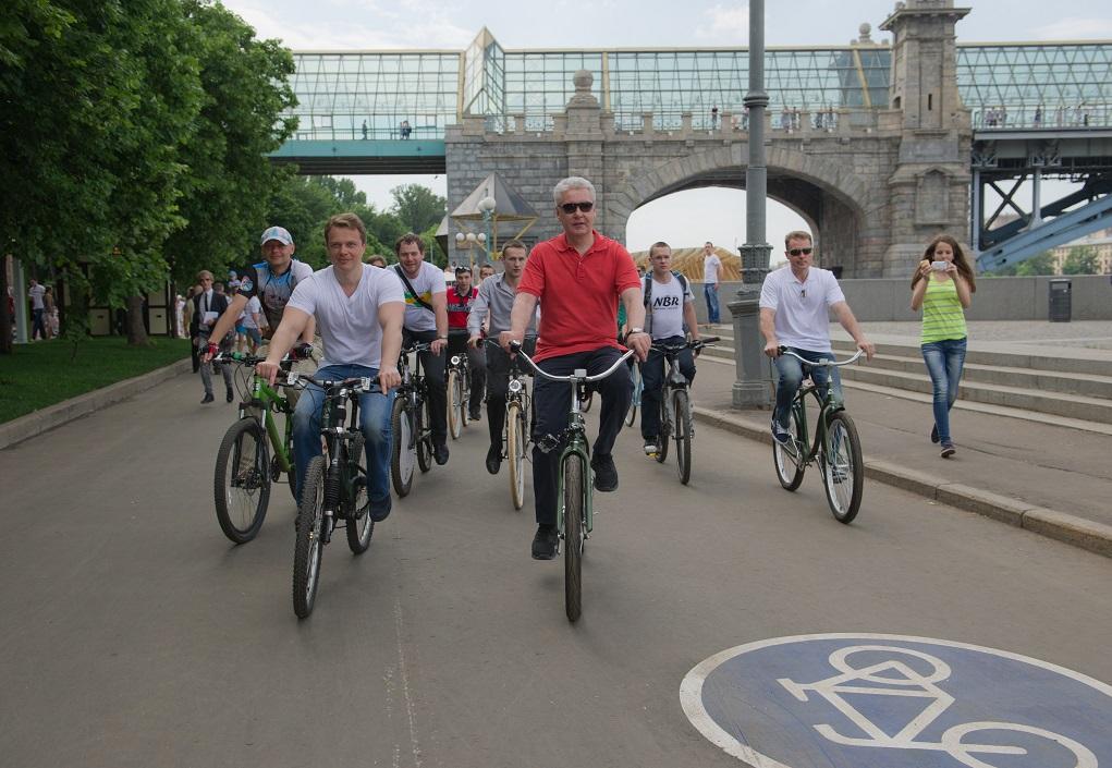 Мэр Москвы Собянин С. и руководитель Департамента транспорта Ликсутов М. на велопрогулке